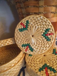 Beautiful Vintage woven grass/rattan coaster set!! Entire set..6 round coaster in woven basket. The coasters have the same pattern as the lidded basket. Wonderful condition! Each coaster measures 5 5/8 round. The basket measures 7 round by 2 1/2 high. Great for pots and pans or beverages! ........................ ................. .................................. A note about SHIPPING: If you would like your item insured, please include 1.75 to the shipping charge. If you would like…