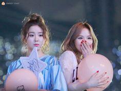 Red Velvet- Irene and Wendy Red Velvet アイリン, Wendy Red Velvet, Red Velvet Irene, Seulgi, Kpop Girl Groups, Korean Girl Groups, Kpop Girls, Park Sooyoung, Neo Soul