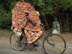 SENSACIONAL: Transporte de tijolos.