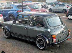 Old Mini Cooper, Mini Cooper Classic, Classic Mini, Mini Morris, Mini Clubman, Bmw Classic, Car In The World, Retro Cars, Amazing Cars