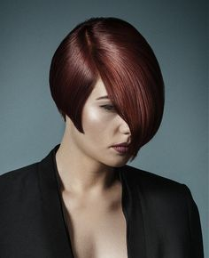 Surprising Short Hairstyle With Two Tone Coloring And Layers Featuring A Hairstyle Inspiration Daily Dogsangcom