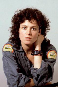 "Titles: ""Alien"" 1979 Name: Sigourney Weaver Character: Ellen Ripley. Alien 1979, Alien Film, Alien Art, Les Aliens, Aliens Movie, Alien Vs Predator, Conquest Of Paradise, Humour Geek, Ellen Ripley"