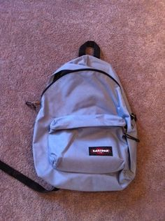 Deine Sachen hast Du einem Rucksack von Eastpack transportiert | 38 Dinge, die Du kennst, wenn Du in den 90ern Schüler warst