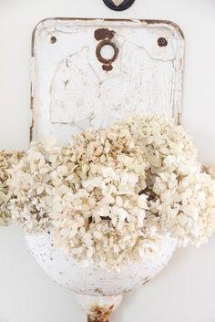 White Hydrangeas / Wedding Style Inspiration / LANE (instagram: the_lane)