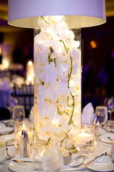 White centerpiece flowers. Photography by Adam Nyholt, Photographer.