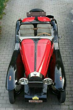 1936 Bugatti Type 57 Roadster in black and red - What a machine!