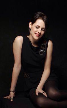 Kristen Stewart... She smiles?