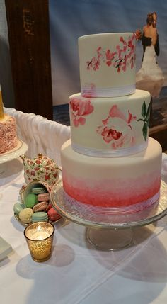 Who knew a cake could be so artistic? Look at the beautifully detailed flowers and ombre pattern on this wedding cake made by Cupcakes Canada
