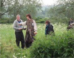 Here are 2 new/old behind the scenes pics of Sam Heughan, Caitriona Balfe and Laura Donnelly on the set of Outlander. See the other after the jump! -