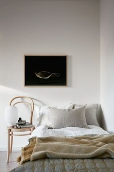 white bedroom minimalist bedroom design single bedroom design scandinavian bedroom nighslee memory foam mattress home mattress products soft mattress Home Bedroom, Bedroom Furniture, Bedroom Decor, Bedroom Ideas, Bedroom Lamps, Wall Lamps, Bedroom Lighting, Design Bedroom, Bedroom Wall
