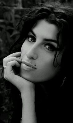 Amy Winehouse C17df34674ae808d5d6878c74254d241
