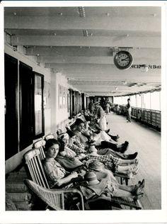 """Relax a bordo del piroscafo """"Roma"""", in viaggio sulla tratta Genova-Napoli-New York. Relax on board the """"Roma"""". (Photo: Studio Achille Testa, 11-06-1933) #transatlantici #piroscafi #viaggi #anniTrenta #transatlantics #steamships #journey #the1930s"""