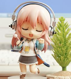 Nendoroid Super Sonico with singing expression. Very nice.