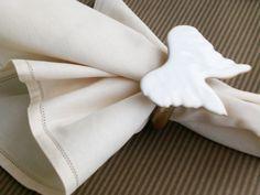 El yapımı seramik melek kanadı formunda peçete halkası halka, ahşap yaldız boyalı