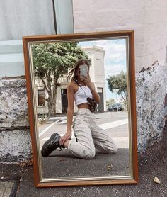 Original selfies you should try during quarantine Aesthetic Photo, Aesthetic Clothes, Poses Photo, Summer Outfits, Cute Outfits, Happy Photos, Instagram Pose, Insta Photo Ideas, Jolie Photo