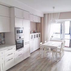 Кухня белая. пвх плитка таркет, цвет хаски тиккурила G480
