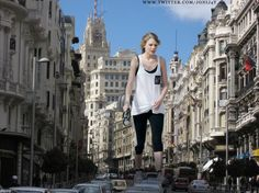 giant_taylor_swift_in_street_3