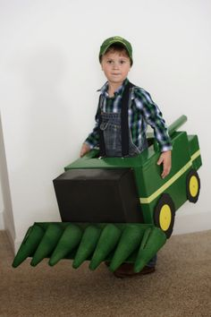 John Deere Combine Halloween Costume: made out of a box and super cute! Toddler Boy Halloween Costumes, Homemade Halloween Costumes, Family Halloween Costumes, Couple Halloween, Halloween Kids, Zombie Costumes, Costumes Kids, Group Halloween, Halloween 2014