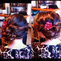 Chignon torsade avec fleurs  www.ateliercoquette.com