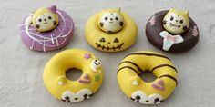 Trick or treat? How about both with these adorable Rascal the Raccoon-themed Halloweendonuts