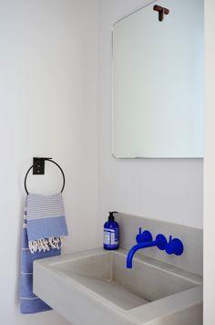 Home Interior White A bright cobalt blue Vola faucet provides a splash of color in the powder room.Home Interior White A bright cobalt blue Vola faucet provides a splash of color in the powder room. Bad Inspiration, Bathroom Inspiration, Interior Inspiration, Interior Ideas, Interior Colors, Rooms Home Decor, Cheap Home Decor, Living Room Decor, Home Decoration