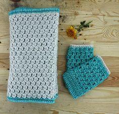Bobble stitch: matching mitts