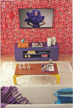 A mesa de centro BUG, nas cores chocolate e amarelo canário, deu toque especial a esta sala de TV supercolorida. Linda, não? Revista Minha Casa - julho. http://www.meumoveldemadeira.com.br/produto/mesa-de-centro-bug-chocolate-e-amarelo-canario
