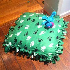 New diy dog blanket fun ideas Diy Dog Blankets, Diy Dog Run, Homemade Beds, Old Pillows, Dog Items, Dog Runs, Pet Beds, Diy Stuffed Animals, Dog Accessories