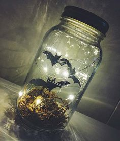 Make your own bat terrarium for Halloween for less than 10 Spooky Little Halloween will teach you how give you stepbystep directions. Casa Halloween, Theme Halloween, Diy Halloween Decorations, Holidays Halloween, Halloween Crafts, Holiday Crafts, Happy Halloween, Halloween Weddings, Cool Halloween Ideas