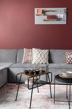 Haal de creatieveling in je naar boven met wandrek Bundy. Plaats hem horizontaal of verticaal en verplaats de bamboe sticks hoe jij ze het liefst ziet. Leg de plankjes op de mooiste plekjes en stijl het geheel af met magneten, haken en andere elementen die jij mooi vind. Bamboo Shelf, Large Shelves, Types Of Rooms, Wall Organization, Sit Back And Relax, Decorative Cushions, Colorful Interiors, Home Furniture, Farmhouse Decor