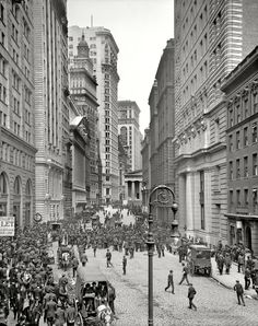 Looking up Broad Street. NY Stock Exchange on left. Old Subtreasury at head of street, site of Washington's inauguration. - New York, 1910
