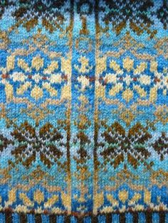 It is the practice in traditional Fair Isle knitting to place the motifs in a sweater so they fit perfectly into an unbroken circle around the pullover. This requires attention to several details: the size of the motif, the centering. Fair Isle Knitting Patterns, Knitting Charts, Knitting Stitches, Knitting Designs, Knit Patterns, Free Knitting, Knitting Projects, Stitch Patterns, Sock Knitting