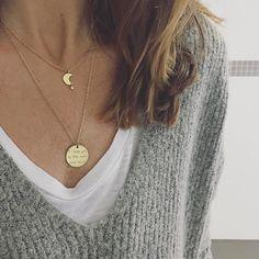BASICS  Mix de dos de vuestros colgantes preferidos en nuestra shop! Colgante Luna  Colgante I Love You to The Moon  http://ouipetit.com  #ouipetit #cute #musthave #essentials #gold #colganteluna #colgantesouipetit #iloveyoutothemoonandback #enviogratis