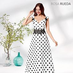 Coleccion de fiesta 2019 que llegará en enero. Este modelo de Rosa Rueda se llama Astronomía. En Atelier Novias c/ Felipe Estévez 22 Getafe Madrid Tlf: 916652700 Más vestidos en AtelierNovias.es    #maquillaje #novia #vestido #vestidos #halloween Draped Dress, Tulle Dress, Chiffon Dress, Sheath Wedding Gown, Wedding Dresses, Fashion Terms, Plus Size Gowns, Oversized Dress, Dress Silhouette