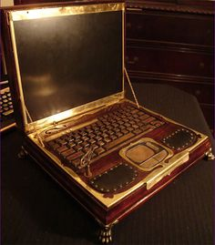 custom-laptop-mod-steampunk-pc-computer-art