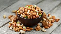 Assorted Nuts, Best Weight Loss Foods, Raw Food Diet, Good Foods To Eat, Raw Vegan Recipes, Mixed Nuts, Savory Snacks, Dried Fruit, Raw Food Recipes
