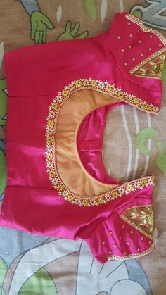 Best 12 Sudhasri hemaswardrobe – Page 435090014002850744 – SkillOfKing. Saree Jacket Designs, Cotton Saree Blouse Designs, Best Blouse Designs, Simple Blouse Designs, Stylish Blouse Design, Blouse Back Neck Designs, Bridal Blouse Designs, Blouse Neck, Designer Blouse Patterns