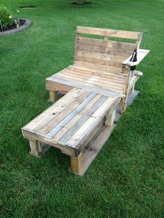 If I had a nice yard, I would love upcycled pallet patio furniture. In a mobile home park... kinda trashy :(