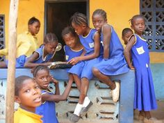 Lernmaterial für Kinder in Sierra Leone