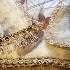 Detalle del orillado. Tejido a #crochet con hilo de #lino . #lanasyfieltrosesfema #handmade #ecoprint