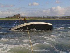 KNRM Veere @KNRM_Veere De melding 11:45 prioriteit 1 #vaartuig omgeslagen t.h.v. haven Geersdijk personen veilig materiële schade #KNRM