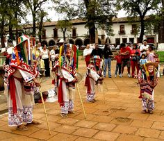 Danza de los viejitos by Memo Vasquez, via Flickr. La plaza central de Pátzcuaro, Michoacán, se viste de colores.