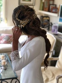 Patricia M. SI Novias The post Patricia M. SI Novias appeared first on Roma Moda. Prom Updo, Wedding Looks, Bridal Looks, Wedding Day, Hair Barrettes, Hair Clips, Dress Code, Braided Hairstyles, Wedding Hairstyles