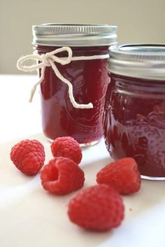 Simple recipe for seedless raspberry jam without pectin that only uses 3 ingredients. Includes instructions for how to remove seeds from berries. Raspberry Jam No Pectin, Raspberry Freezer Jam, Raspberry Syrup, Raspberry Recipes, Raspberry Popsicles, Homemade Raspberry Jam, Raspberry Cobbler, Raspberry Cordial, Raspberry