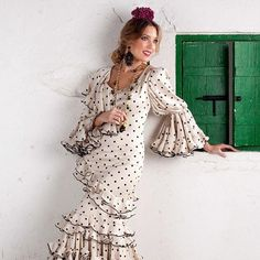 Modelo GRAZALEMA, colección #gitanillasandaluzas. Disposable en la web (link en la bio). Foto @javimateofotografos #pepejimenez #modaflamenca #flamenco #flamencodress #flamencostyle #flamencofashion #beflamencabecool #moda #modaflamenca #trajesdegitana #trajesdeflamenca #faralaes #fair #sevilla #feria #feriadesevilla #elrocio #romeria #pilgrimage #fashion #artisanal #tradition #lunares #polkadots #skirt #blackandwhite