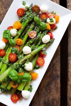 Caprese Salad Skewers, Salade Caprese, Healthy Appetizers, Healthy Drinks, Vinaigrette, Oven Vegetables, Butter Salmon, Avocado Breakfast, Gourmet