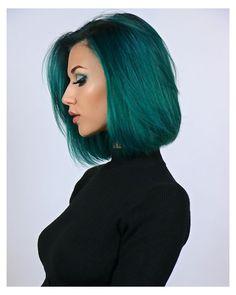 Short Green Hair, Dark Green Hair, Green Wig, Green Hair Colors, Hair Dye Colors, Hair Colour, Teal Green, Emerald Green Hair, Best Human Hair Wigs
