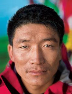 The savior and the storm on K2