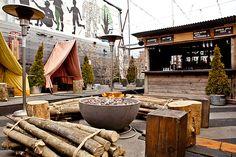 A roundup of the best Toronto winter patios for the city's class of dedicated outdoor-dining lovers. Love the draped dining nooks! Outdoor Restaurant Patio, Rooftop Patio, Rooftop Gardens, Rooftop Bar, Patio Dining, Outdoor Dining, Outdoor Decor, Toronto Winter, Toronto Canada
