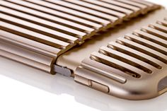 Aluminum Dress Case (Extra Super Duralumin A7015).The Slit is a decorative case that imbues your iPhone with a sense of beauty and gravitas.
